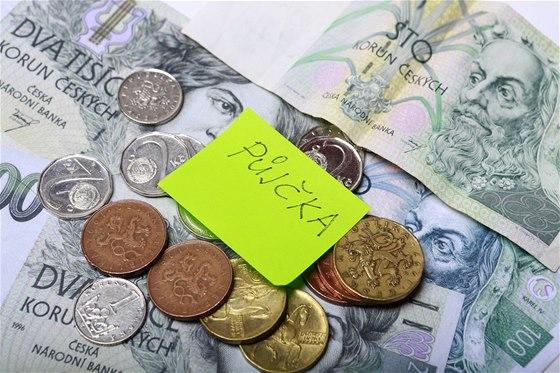Češi a půjčky: rizikově se zadlužuje každý třetí