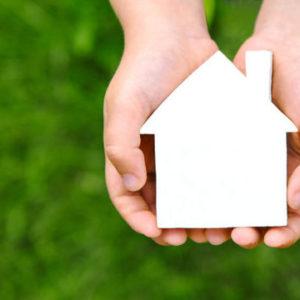 Úvěry u stavebního spoření budou opět levnější než hypotéky