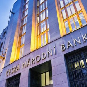 Kdo smí půjčovat peníze? Přísná pravidla ČNB přežil jen zlomek poskytovatelů úvěrů