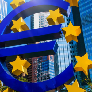 Firmy v pandemii více vsadily na euro. Úvěry jsou levnější